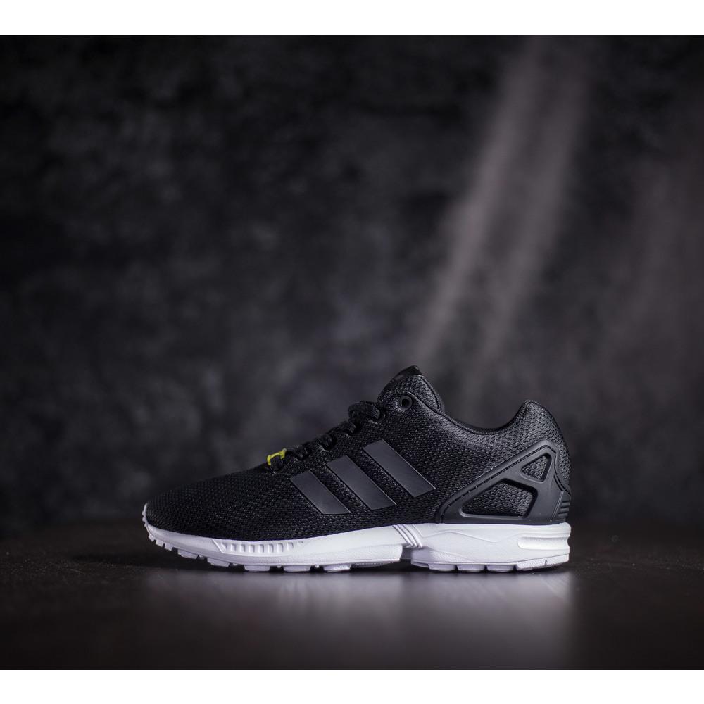 Čierne tenisky adidas zx flux s texílnym zvrškom a bielou podrážkou ... 30e9fe0b955