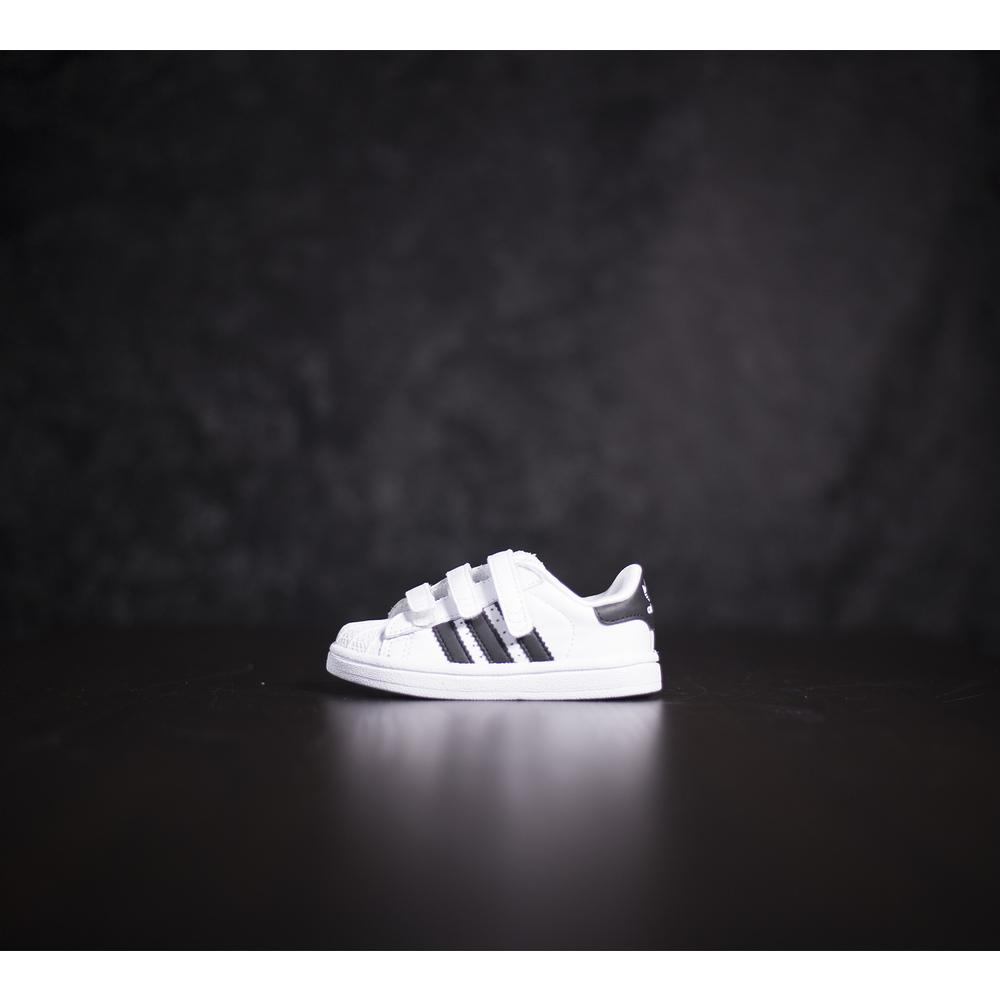 Detské biele tenisky Adidas Superstar s čiernymi pásikmi adidas 9be562b4d5f