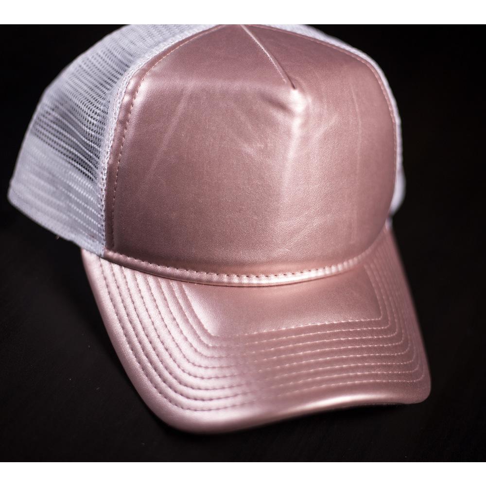 68f2de761 Dámska ružová metalická šiltovka New Era Branded s bielou sieťkou a ...