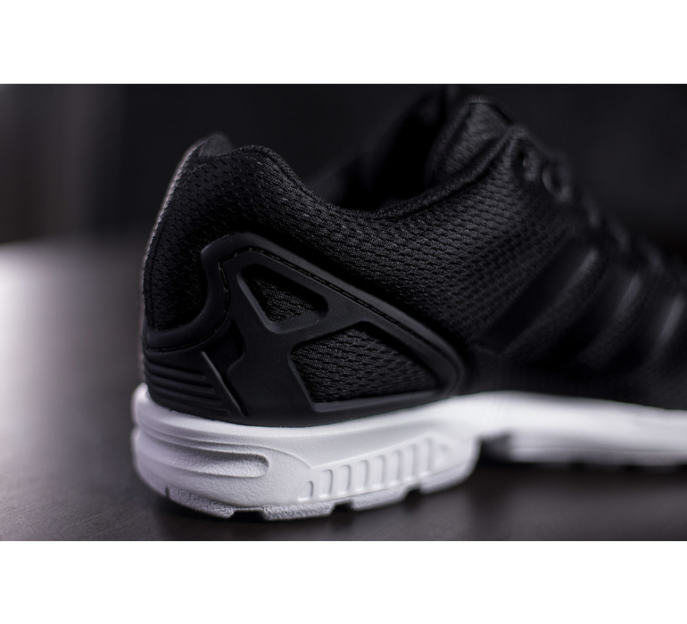 Čierne tenisky adidas zx flux s texílnym zvrškom a bielou podrážkou ... 3ebc823e2dc