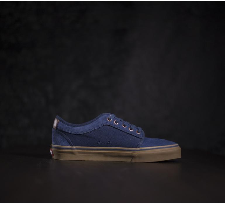 4fa2d70597e2 Pánske navy skateboardové tenisky s hnedými prvkami a modrými ...