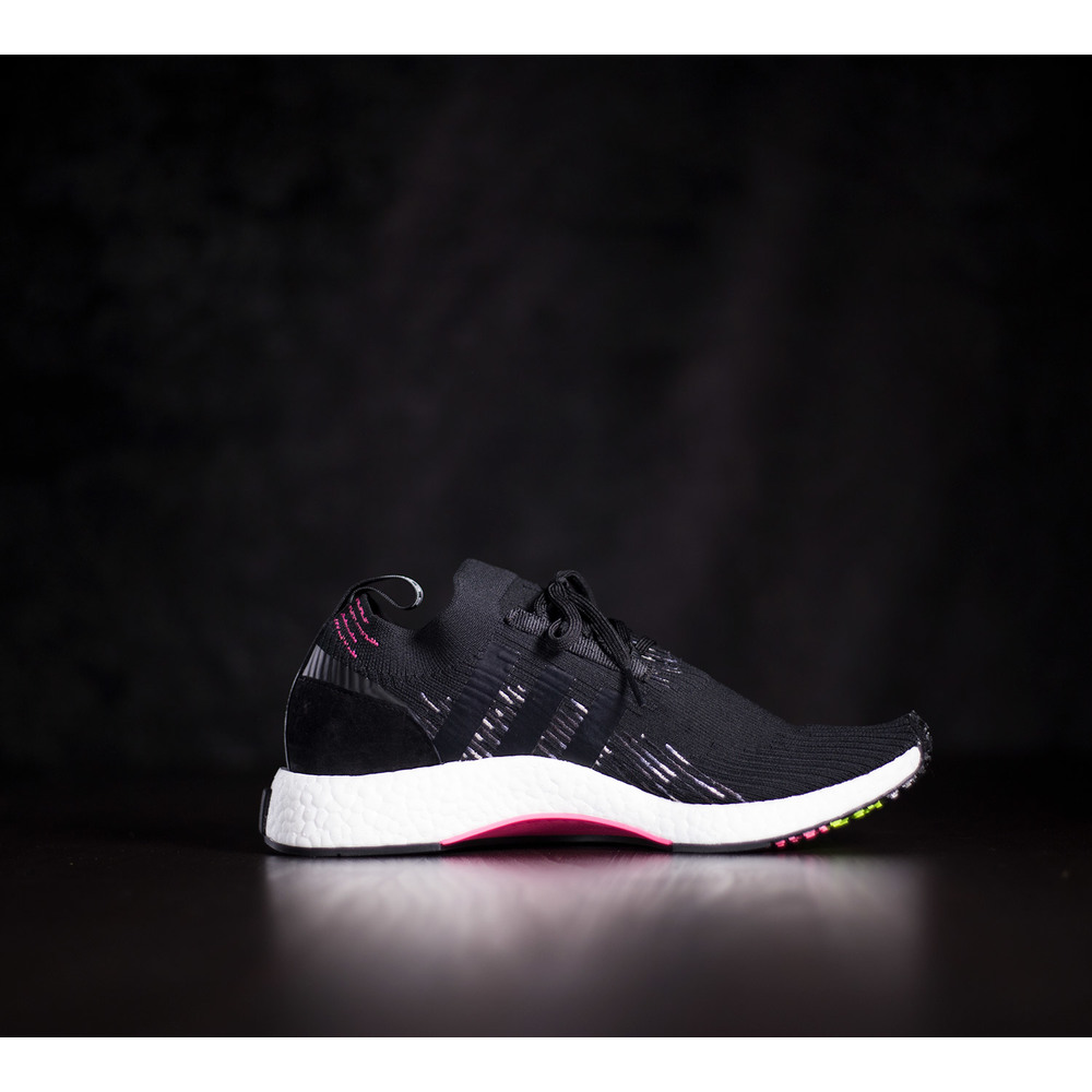 Športové pánske čierne tenisky Adidas NMD Racer s bielou boost ... 8e636b4813c