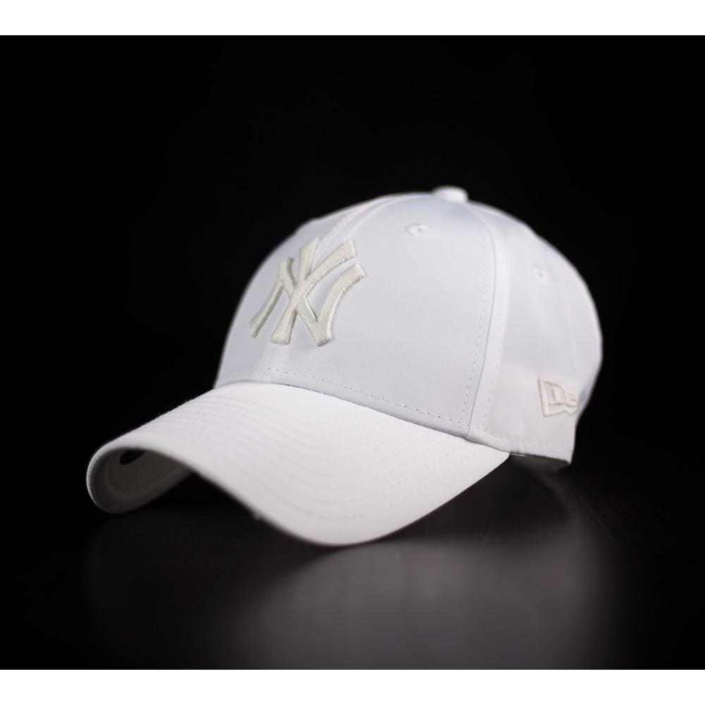 bfff9b3a7 Dámska šiltovka NEW ERA 940 New York Yankees v bielej farbe s oblým ...
