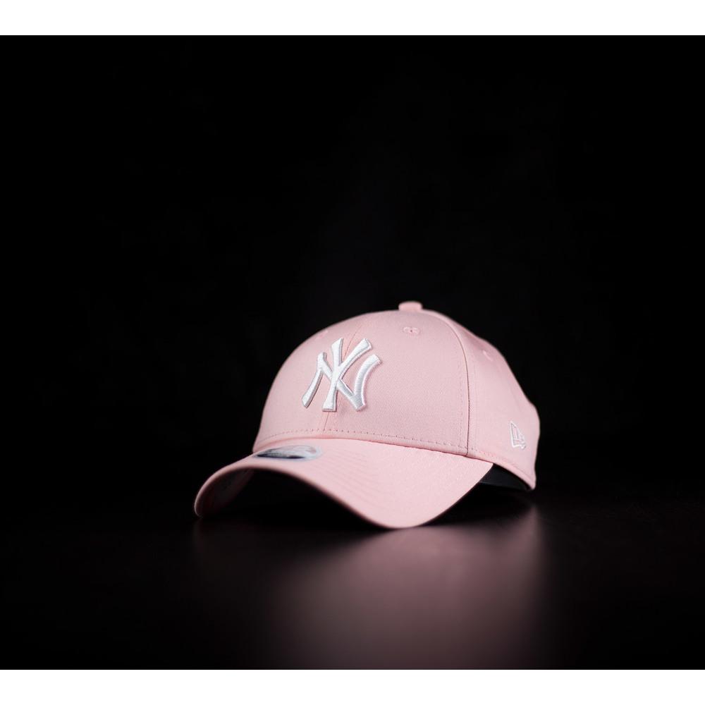 c3cd90447 Dámska ružová šiltovka New Era 940 s bielym logom tímu New York ...