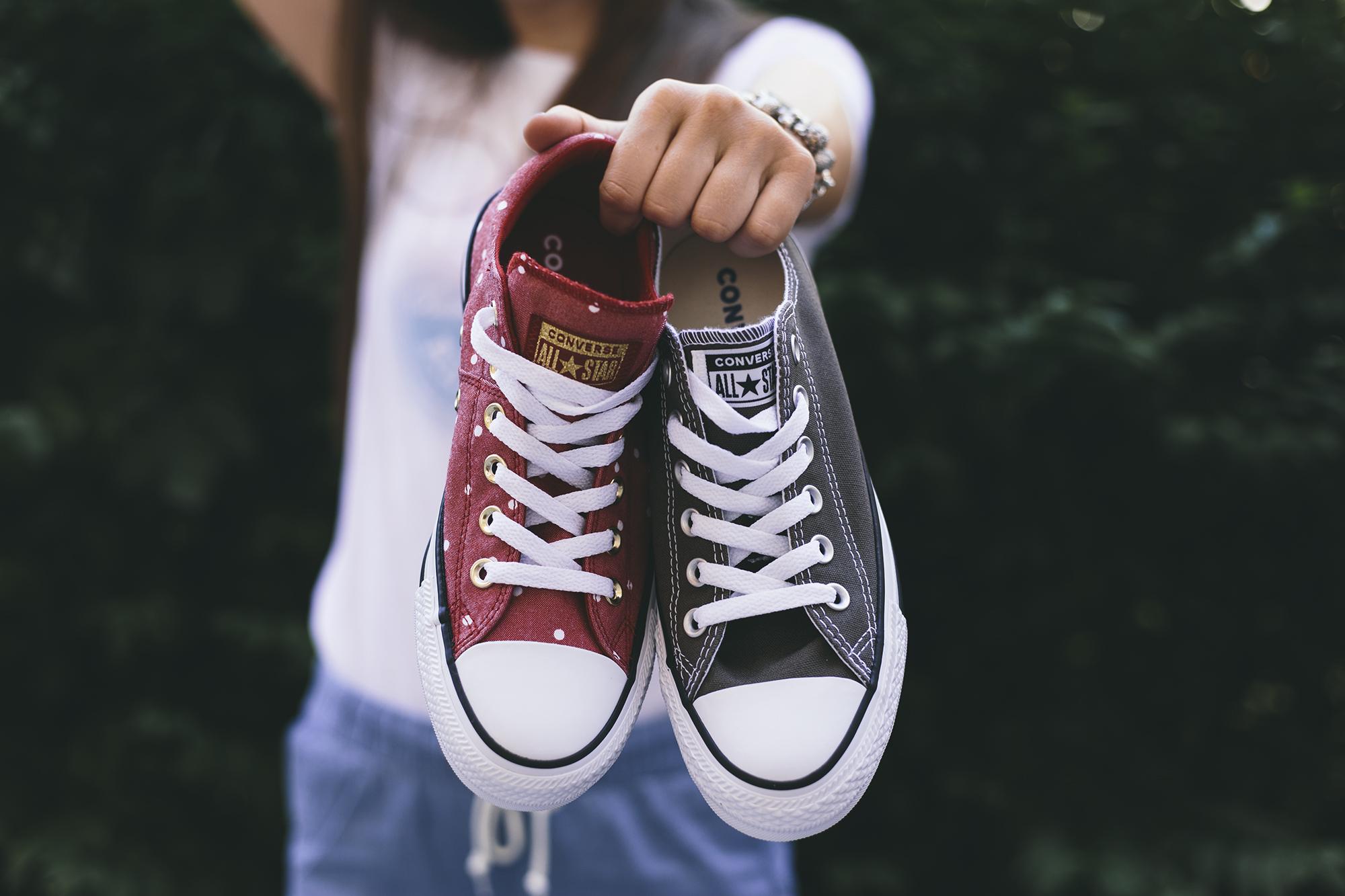 Dámske tenisky Converse sú v rôznych farebných prevedeniach a vzoroch.  Pánske tenisky Converse sú vďaka svojmu látkovému prevedeniu perfektná  voľba na teplé ... 9edb7d11092