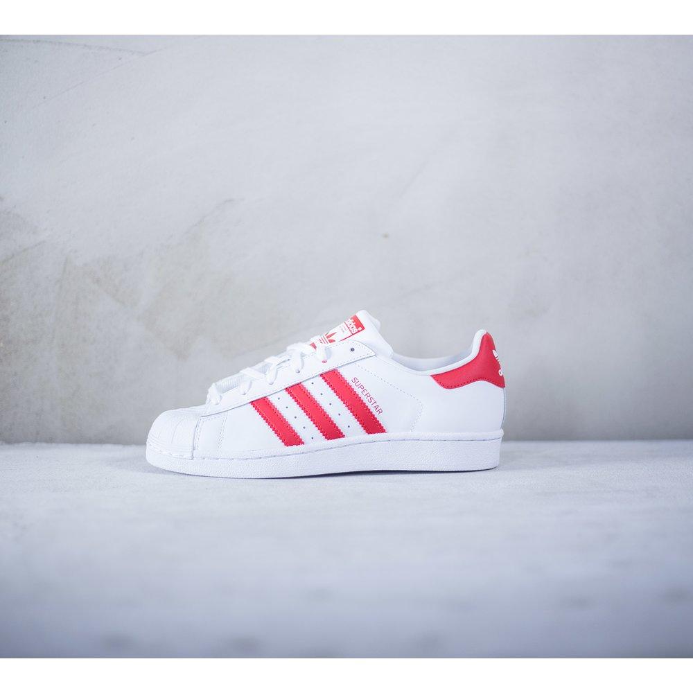 6746c85a4c5c Dámske biele kožené tenisky Adidas Superstar J s červenými prúžkami ...