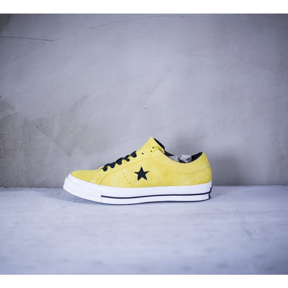 8eb4850419de8 Žlté nízke tenisky Converse model One Star so semišovým zvrškom a s ...