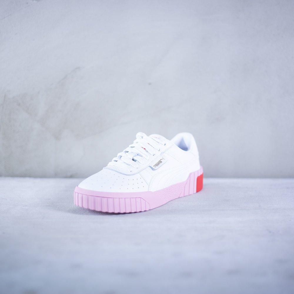 2c90fd78db Dámske biele kožené tenisky Puma model Cali s výraznou ružovou ...