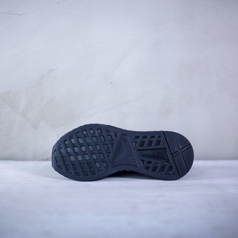650543e8f139 Junior čierne tenisky Deerupt Runner od Adidas s čiernou sieťovinou ...