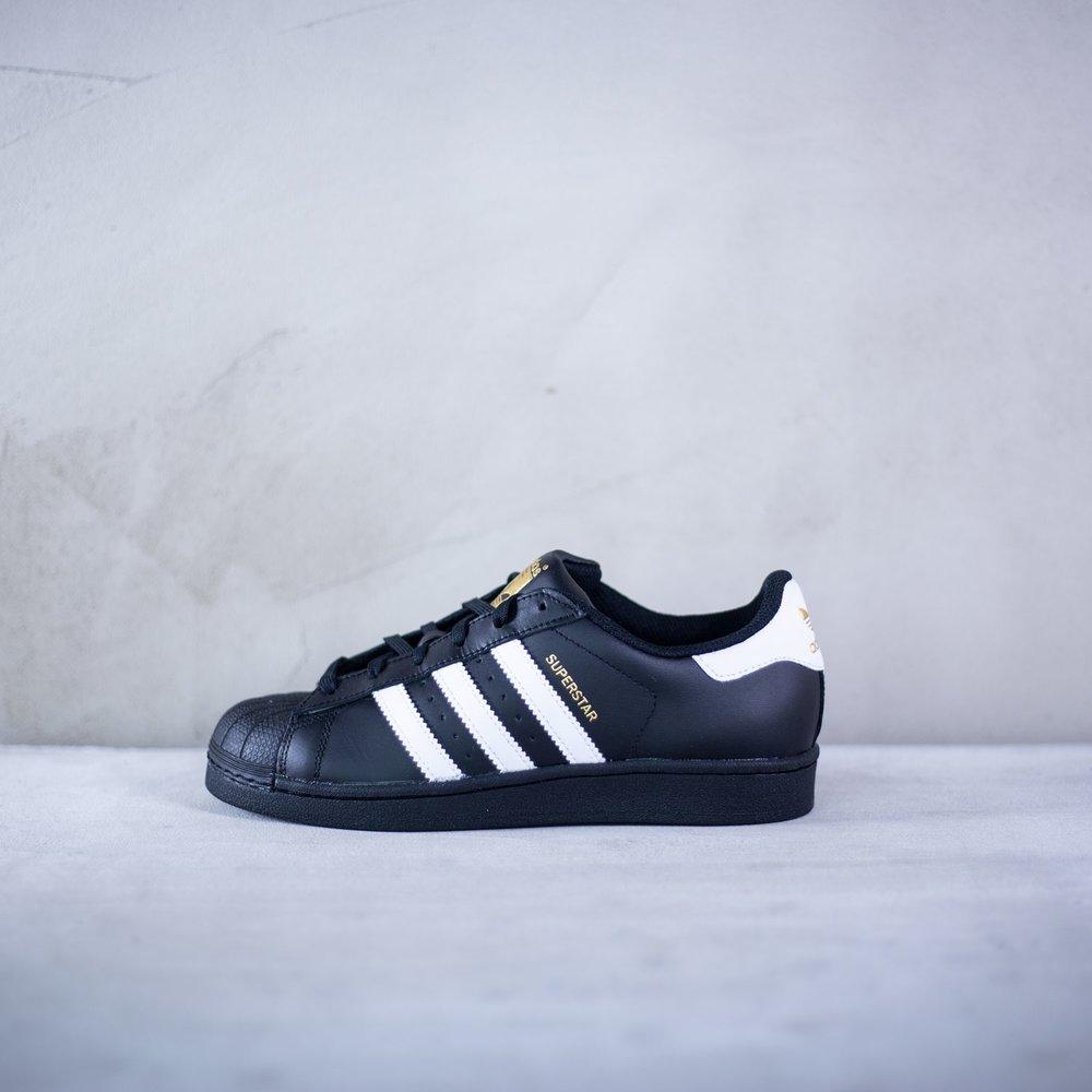 2463da8d2bea Dámske čierne tenisky Adidas model Superstar J s troma bielymi ...